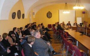 Dyskusja o Katyniu: od zbrodni sowieckiej do stosunków polsko – litewskich
