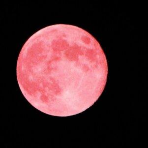 Įspūdingasis rausvasis mėnulis veiks šiuos tris Zodiako ženklus