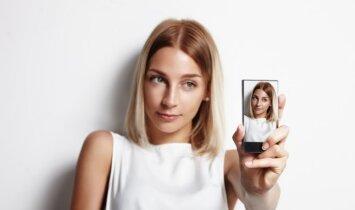 """To dar nebuvo: populiarėja neįprasta """"selfie"""" mada(VIDEO)"""
