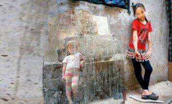 """""""Nematomi vaikai"""" - tikrasis nesibaigiančio pabėgėlių košmaro veidas"""