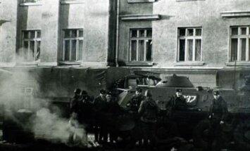 1991 metų Sausio 13-oji - tankai prie Lietuvos radijo pastato