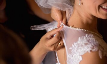 Vestuvių etiketas mamai: kuo pasipuošti?