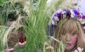 ВИДЕО: Алла Пугачева и Лайма Вайкуле обещают найти цветок папоротника