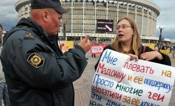Protestas prieš koncertą, kuriame Madonnos palaikymas gėjams Sankt Peterburge užrūstino Rusijos valdžią