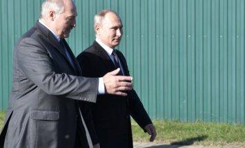 Baltarusijoje viešintis Putinas apsilankė prezidento Lukašenkos tėviškėje