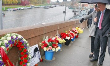 Болтон возложил венок на месте убийства Бориса Немцова