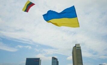Ukrainian and Lithuanian flag in the Vilnius' sky