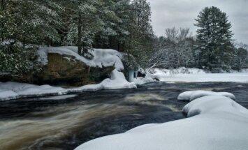 Upė žiemą