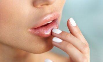 Būdas, kaip paputlinti lūpų be jokių prietaisų ar makiažo priemonių