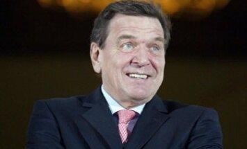 Vokietijos Kancleris Gerhardas Schroederis laukia prieinančio Egipto prezidento Hosni Mubarako, atvykusio su vizitu.