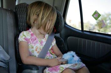 """Įkaitęs automobilis – spąstai vaikams <span style=""""color: #ff0000;""""><sup>(+karščio lentelė)</sup></span>"""