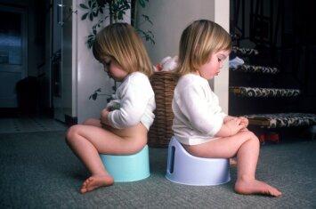 """<span style=""""color: #ff0000;"""">Tualeto bėdos:</span> vaikas nesėda ant naktipuodžio"""