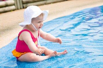 Ištyrę baseinų vandenį, apstulbo: mes maudomės šlapime