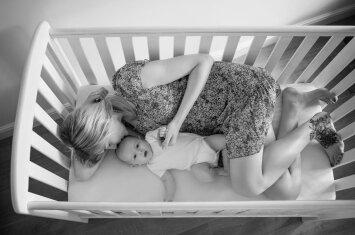 Motinos dienai sukūrė projektą, kuris atskleidžia tikrąjį motinystės veidą