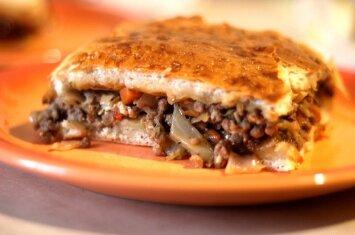 Tobulas maltos mėsos ir kopūstų pyragas