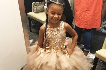Beyonce mažylę Blue Ivy papuošė 11 tūkst. kainavusia suknele