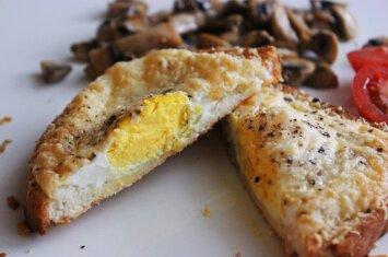 Karštas sumuštinis iš skaniausių pusryčių trejetuko