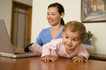 2 vaikų mama dirba svajonių darbą: į biurą eiti nereikia, vaikai – irgi namie