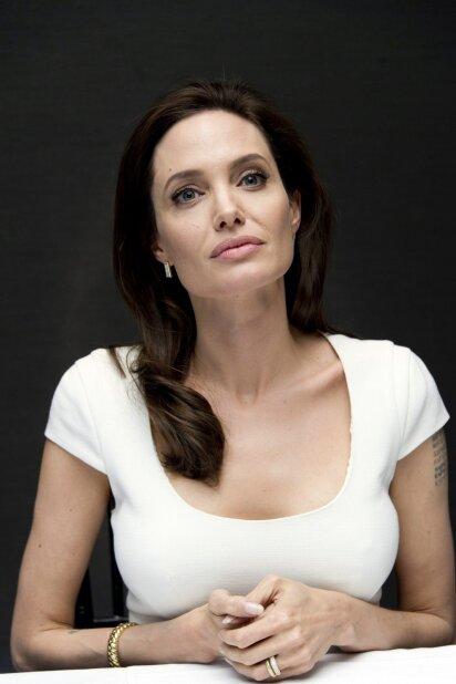 Pagaliau ji pražydo! Gražiausia pasaulio moteris vėl spinduliuoja sveikata bei žavesiu (FOTO)