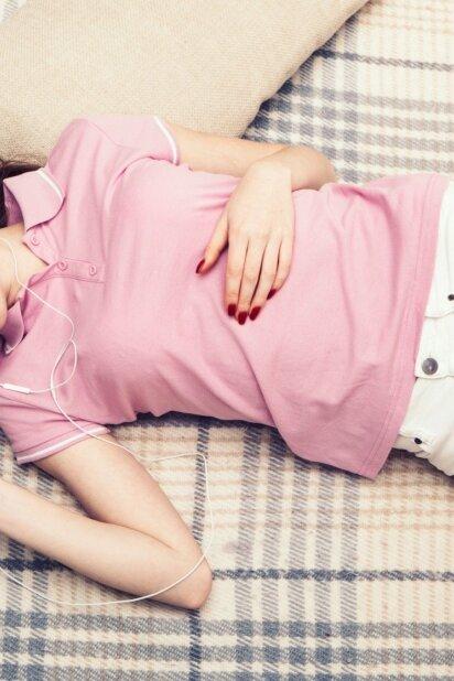 6 būdai kaip palengvinti mėnesinių skausmus