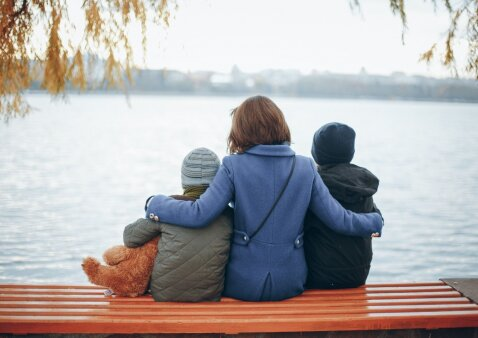 Daug mamų nedrįsta apie tai prabilti, nors jaučiasi panašiai: psichologė komentuoja atvirą dviejų vaikų mamos laišką