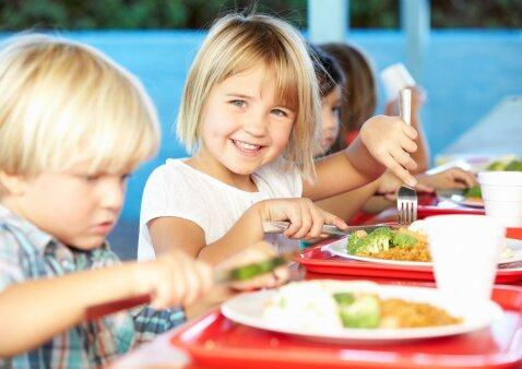 R. Bogušienė: ar tikrai švediškas stalas mokyklose padėtų vaikams maitintis sveikiau