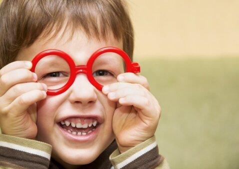 Gydytoja pataria: ką daryti, kad neprireiktų akinukų