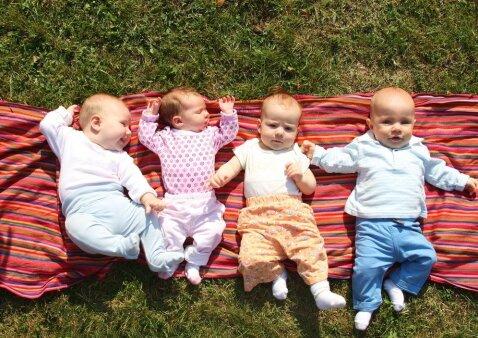 Kaip per 11 mėnesių susilaukti 4 kūdikių: vienos šeimos patirtis