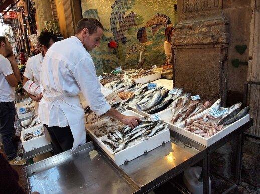 Bolonijos neskalauja jūra, bet žuvys, jūros gėrybės ir jų patiekalai labai populiarūs