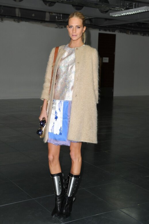 Modelis ir stilistė Poppy Delevigne