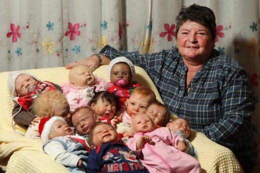 """Į tikrus kūdikius panašios lėlės guodžia nelaimingas šeimas <sup style=""""color: #ff0000;"""">FOTO</sup>"""