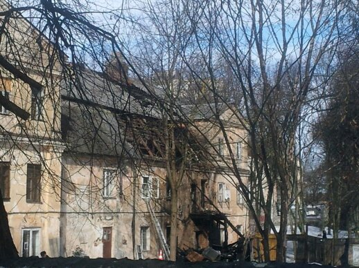 Naktį Vilniaus centre užsiliepsnojo apleistas vienuolynas