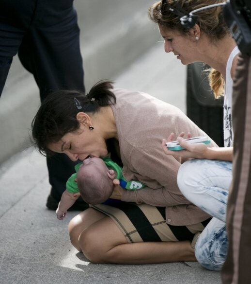 """Dramatiška kūdikio gelbėjimo operacija <sup style=""""color: #ff0000;"""">FOTO</sup>"""