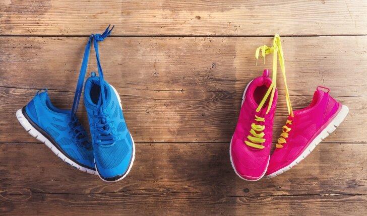 6 pavyzdžiai prie ko derinti sportinius laisvalaikio batelius