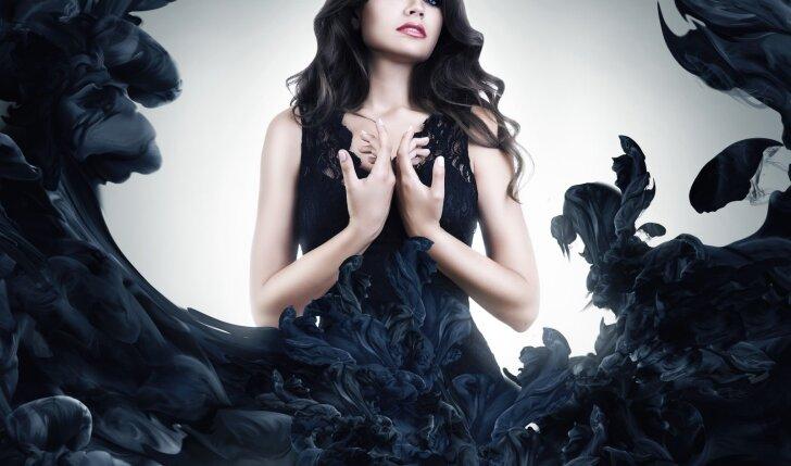 Nepatikėsi, kokį radinį mergina aptiko suknelėje, pirktoje internetu (FOTO)