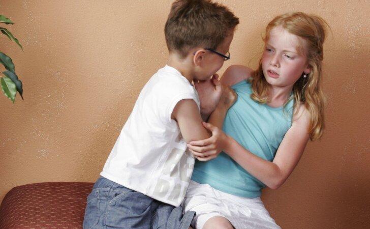 Darželio grupėje yra neklaužada: kaip reaguoti kitiems