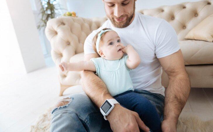 Vaikas ima bijoti svetimų žmonių – kaip elgtis tėvams