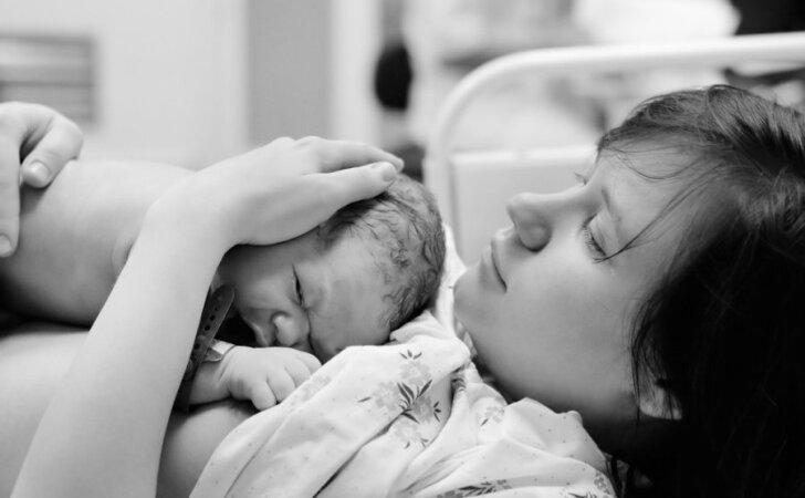 """Kaip santykius su mama keičia nėštumas ir gimdymas <sup style=""""color: #ff0000;"""">(psichologės komentaras)</sup>"""