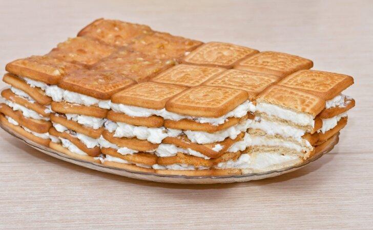 Nekeptas sausainių ir varškės pyragas