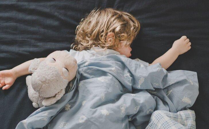 Išsigandusi mama perspėja kitus: mano dukters vos nepasmaugė