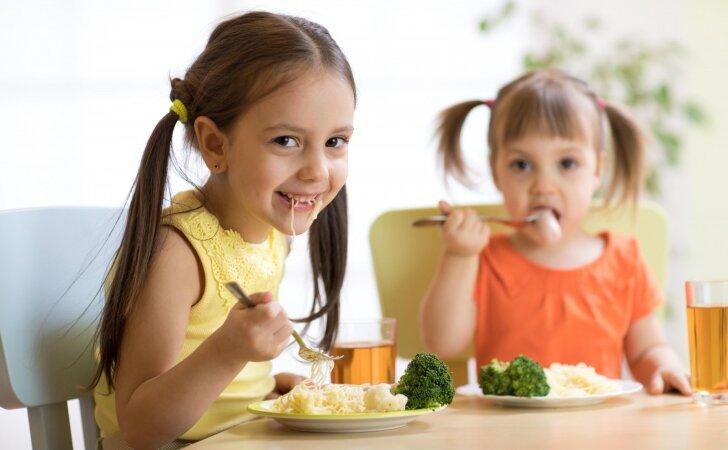 Mitybos specialistė: vaikai jaučia saiką ir intuityviai žino ką, kaip ir kiek valgyti