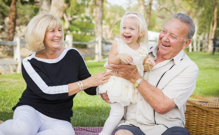 Kurio Zodiako ženklo seneliai labiausiai mėgsta dūkti su anūkais