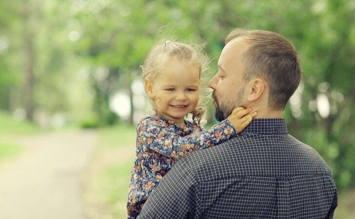 Psichologė: kuo vyresnis vaikas, tuo labiau jam reikia tėčio