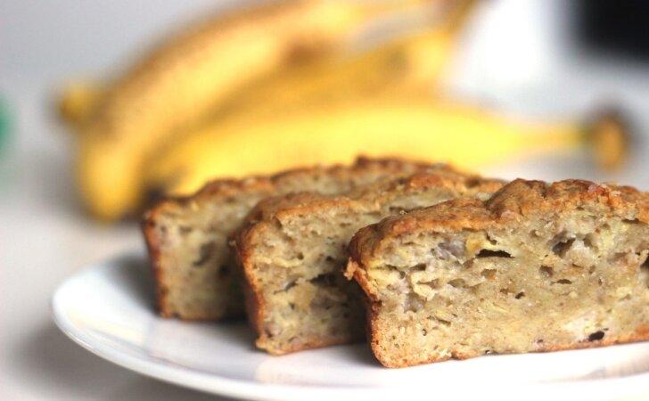 Bananų duona su dar daugiau bananų ir tik per 10 minučių