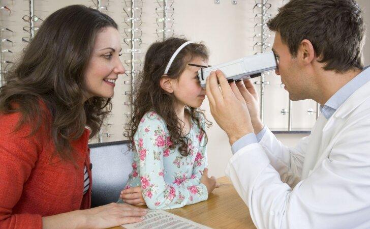 Gydytoja – apie profilaktinį sveikatos patikrinimą: vaikas apžiūrimas nuo galvos iki kojų