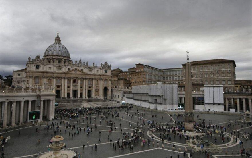 Vatikane prasidėjo konklava