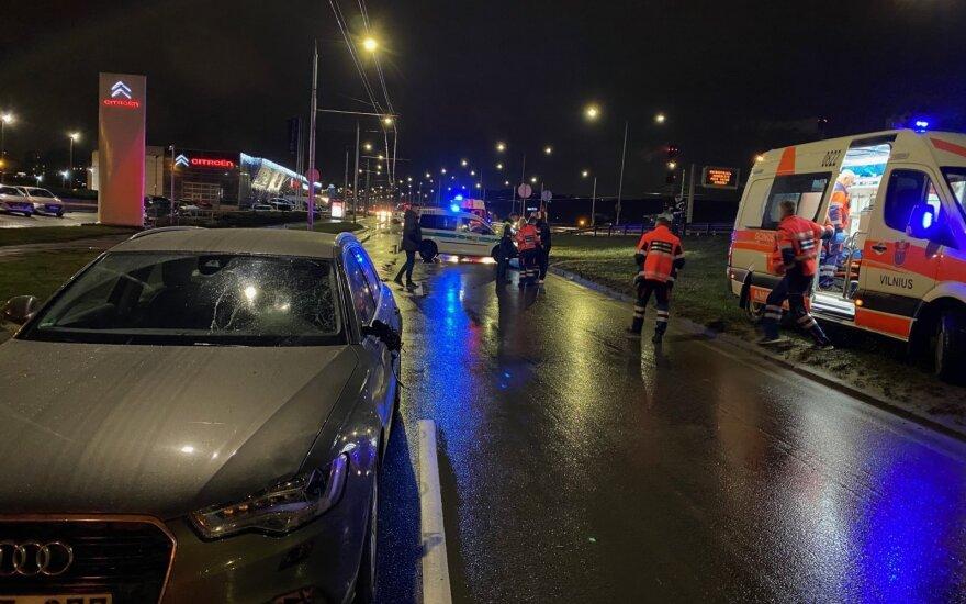 В Вильнюсе под колесами автомобиля погиб потерявший равновесие прохожий