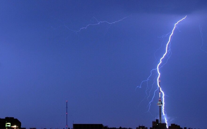 Audra ir žaibai Vilniuje 2012-07-04. fotografas.co nuotr.