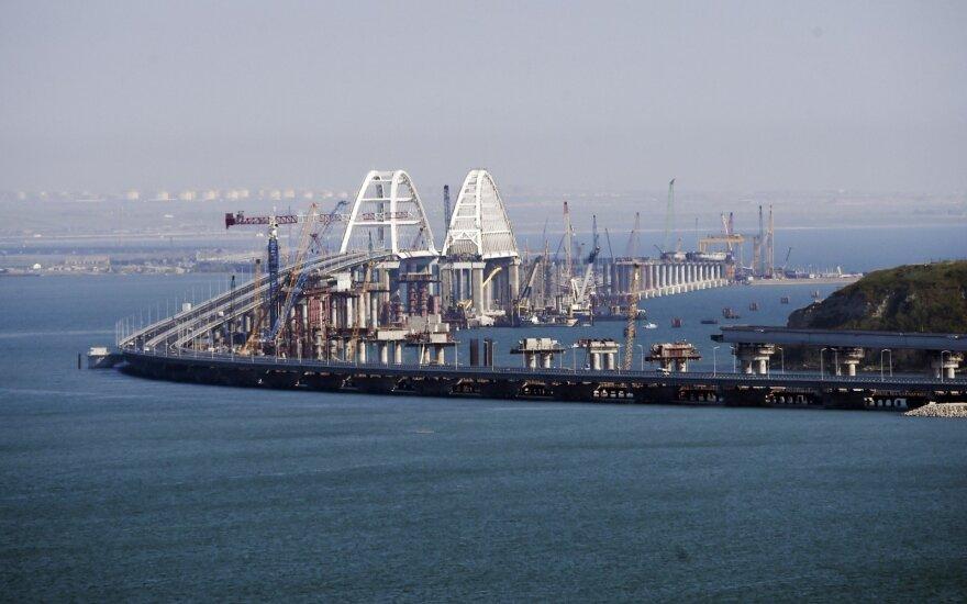 Россия блокирует движение 35 торговых судов через Керченский пролив