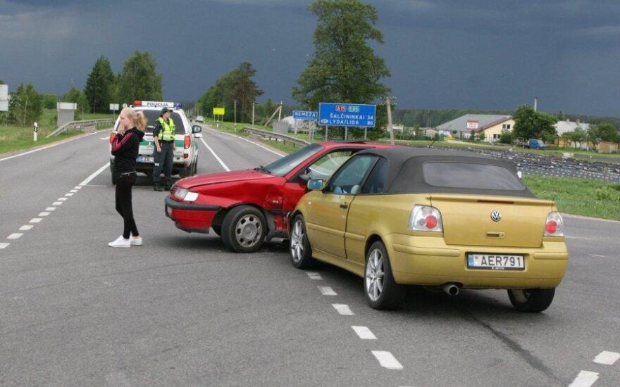 В Вильнюсском районе кабриолет столкнулся с VW Passat